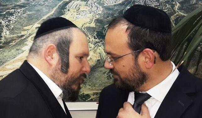 ראש העיר מאיר רובינשטיין עם סגנו, יצחק רביץ