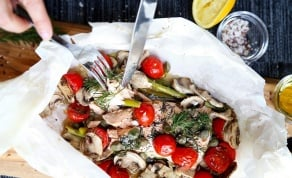 סלמון א פפיוט אפוי עם עגבניות ופטריות - שיהיה במזל: 5 מתכונים מעולים לדגים