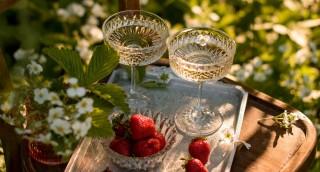 איך לנקות כוסות יין ולגרום להן להבריק
