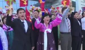 הזוי: כך קיבלו אזרחי צפון קוריאה את השליט