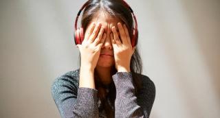 האזנה לשירים עצובים טובה למצב הרוח