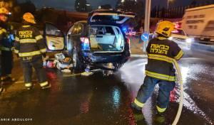 הנהג נלכד ברכב בתאונה והגז החל לדלוף