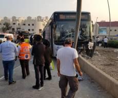 האוטובוס עלה על המדרכה; חמישה נפצעו