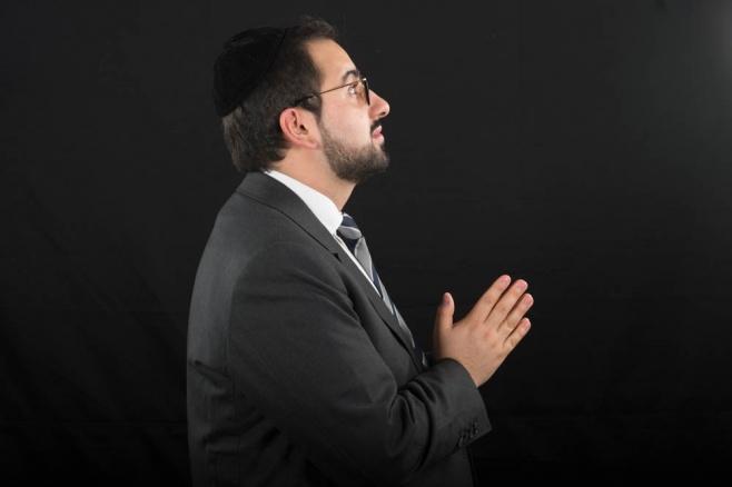 רפאל בן במחווה מוזיקלית לזמר דדי גראוכר