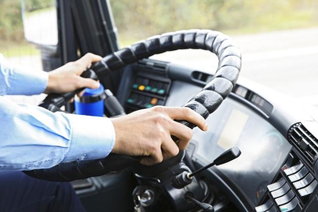 גם נהגי אוטובוסים ומשאיות לא צריכים להחזיק רשיונות