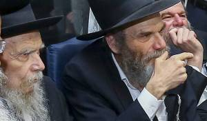 """רבי צבי יהודה אדלשטיין לצד דודו גהר""""ג אדלשטיין"""