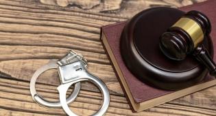 דע את עצמך: האם אתה 'שופט' או 'שוטר'?
