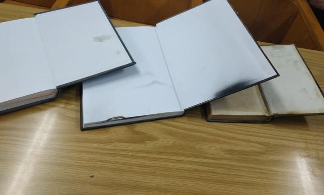 אלמוני השחית ספרי קודש בבית הכנסת