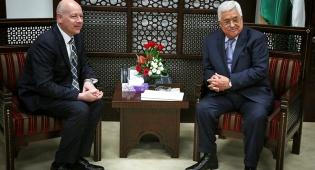 """אבו מאזן וגרינבלט. ארכיון - ארה""""ב: """"ממשלה פלסטינית חייבת להתנער מאלימות"""""""
