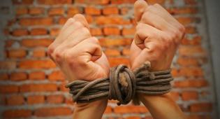 מה בין עבדות חירות וגאולה?