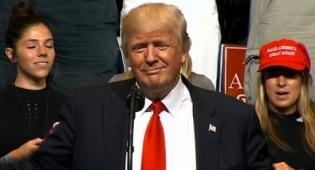 """טראמפ בנאומו - טראמפ """"גנב"""" רעיון לגבי החומה מול מקסיקו"""