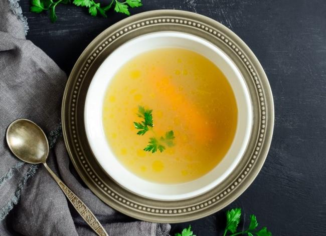 מרק עוף וירקות צח בריא וטעים