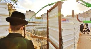 מרפסת לסוכה וקומות נמוכות: כך בונים בניין לחרדים •  צפו