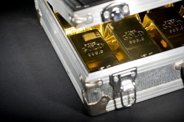 מזוודה עם מטילי זהב. אילוסטרציה