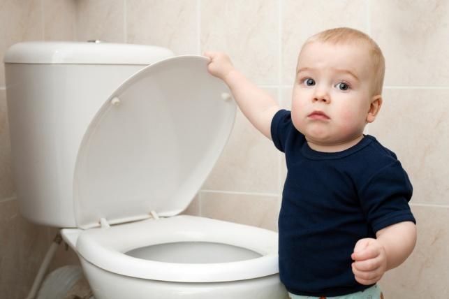 מדוע הילד מרטיב במיטה ואינו הולך לשירותים. אילוסטרציה