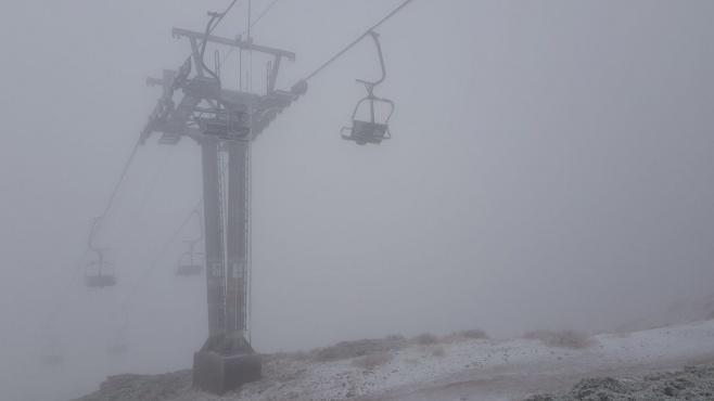 לראשונה החורף: שלג ראשון בחרמון • צפו