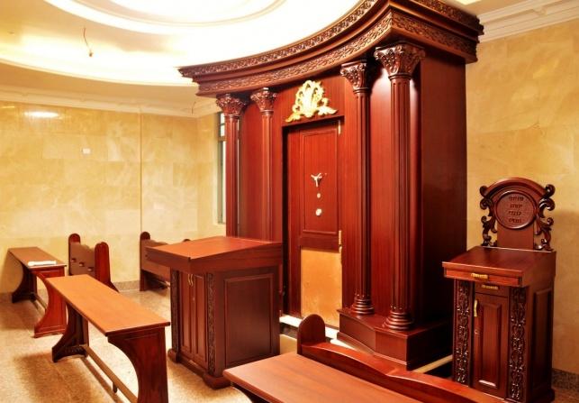 אֵ-לִי וְאַנְוֵהוּ. הקומה החדשה בבית הכנסת איצקוביץ'