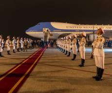 טראמפ יורד ממטוס האייר פורס 1