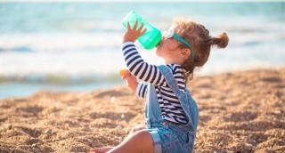 המדריך המלא לשמירה על כמות נוזלים תקינה אצל תינוקות