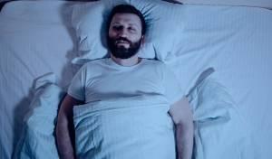האם עדיף לישון בלי כרית? המומחים עונים