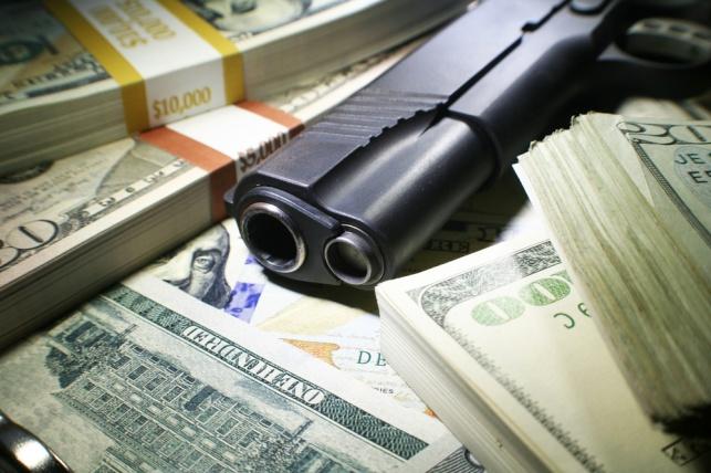 שלושה שודדים כפתו נכה ושדדו את כספה
