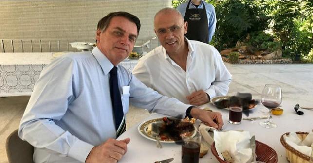 מה הסתיר שגריר ישראל בברזיל בצלחתו?