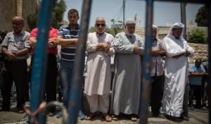 """מפגינים מוסלמים מול המגנומטרים - מחר: 'יום זעם' של הפתח בירושלים ובאיו""""ש"""