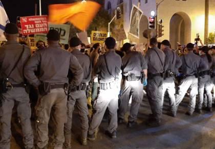 מאות מפגינים התפרעו בירושלים והתעמתו עם השוטרים