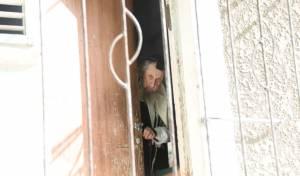"""הגר""""ד לנדו, מחלון ביתו"""
