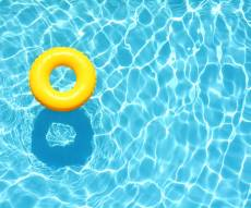 בבריכה: חרדי נעצר בחשד לפגיעה בקטין