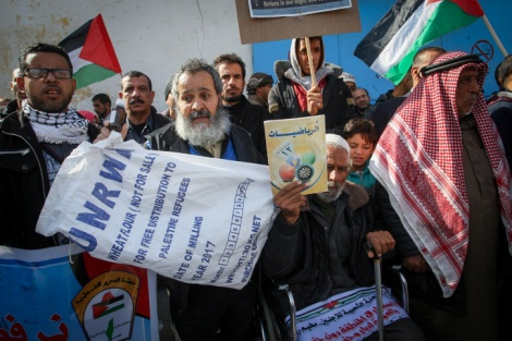 """מפגינים בשבוע שעבר בעזה - המשבר בעזה: ביה""""ח הצפוני ברצועה נסגר"""