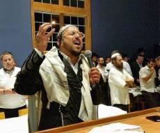 """ליפא שר בבית הכנסת - ליפא שמלצר מעמיד למכירה את ביה""""כ שלו"""