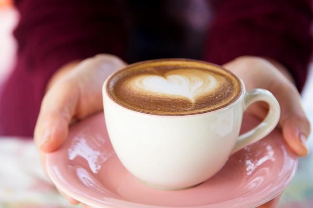 אם תשתו 4.5 כוסות קפה ביום, הסיכוי למחלת לב יפחת. זה נכון?