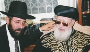 """הרב בן עזרא במעונו של מרן זצ""""ל לאחר הבחירות בשנת 2000"""