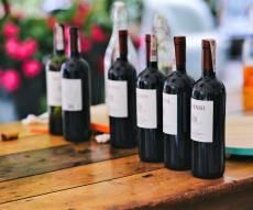 אף אחד לא יחשוד שהיין עלה רק 40 שקלים - איך לגרום ליין זול להרגיש כמו בקבוק ב-400 שקל