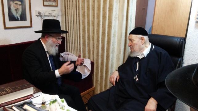 """הגר""""ר אלבז ביקר אצל רבי ברוך אבוחצירא"""