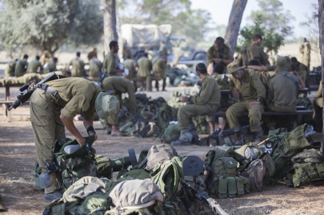 חיילים בשטחי הכינוס