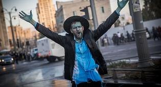 מפגין בירושלים, אמש - רגע, אולי הם צודקים // הרב ישראל גליס