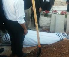 הקבורה - ברוך אינדיג הובא למנוחות; אביו קרס בבכי