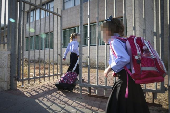 """מתחם בית הספר החרדי הסמוך לביה""""ס שפות ותרבויות"""