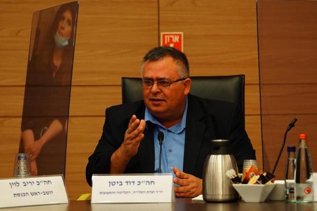 ביטן, בראשות הוועדה