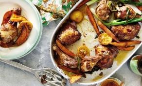 """עוף ובטטות אפויים בתיבול פיקנטי מתקתק - קבלו: ארוחת """"לערבב ולתנור"""" לתפארת"""