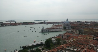"""ונציה הוצפה במים; שליח חב""""ד: """"נגרם נזק"""""""