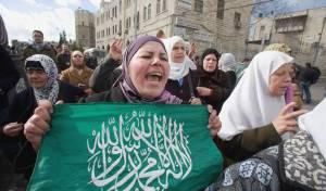 הפגנה עם דגלי חמאס