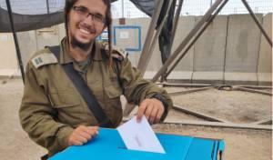 צפו: החייל החרדי כבר הצביע לכנסת ה-22