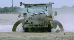 המחסום החזק בעולם נגד משאית - המחסום החזק בעולם vs משאית