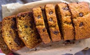 הדרך הכי טובה לניצול בננות בשלות - זה עוגה? זה לחם? זה הדרך הכי טובה לניצול בננות בשלות