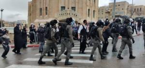 כוחות משטרה פינו בכוח תלמוד תורה; צפו