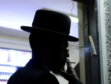 למעלה ממיליון מעשנים ישראלים. אילוסטרציה - למעלה ממיליון מעשנים - מפחיתים את הנזק