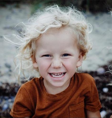 אלבי דיוויס - ילד שנחנק ביום ההולדת הסעיר את הרשת